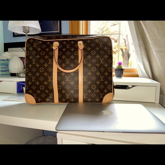 Authentic LV Porte-Documents Voyage ✨